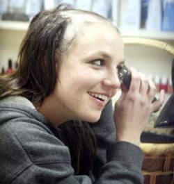 britney_spears_shaving-hair-bald2